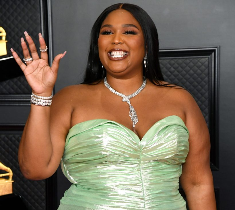 lizzo-slid-into-chris-evanss-dms-on-instagram-video