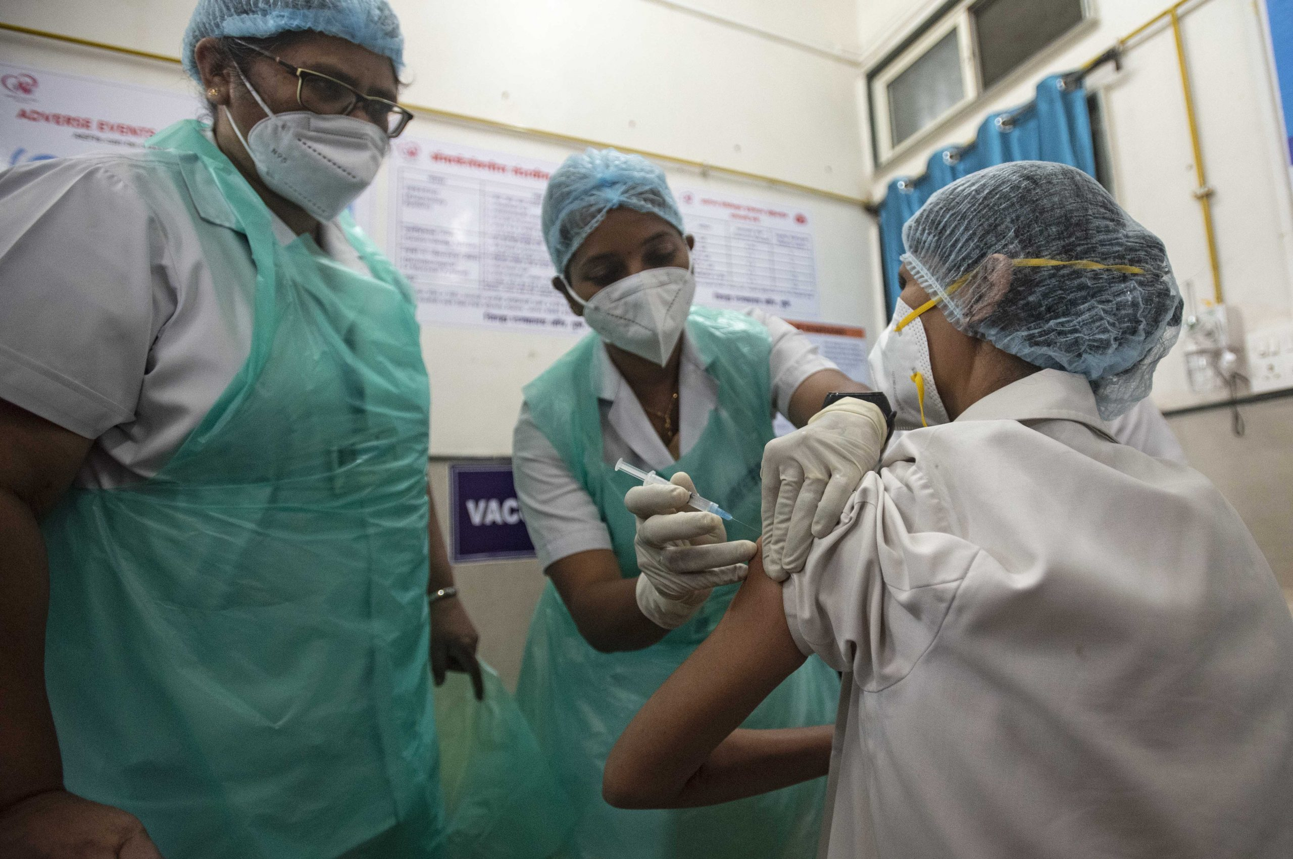 india-covid-19-cases-rise-vaccination-accelerates
