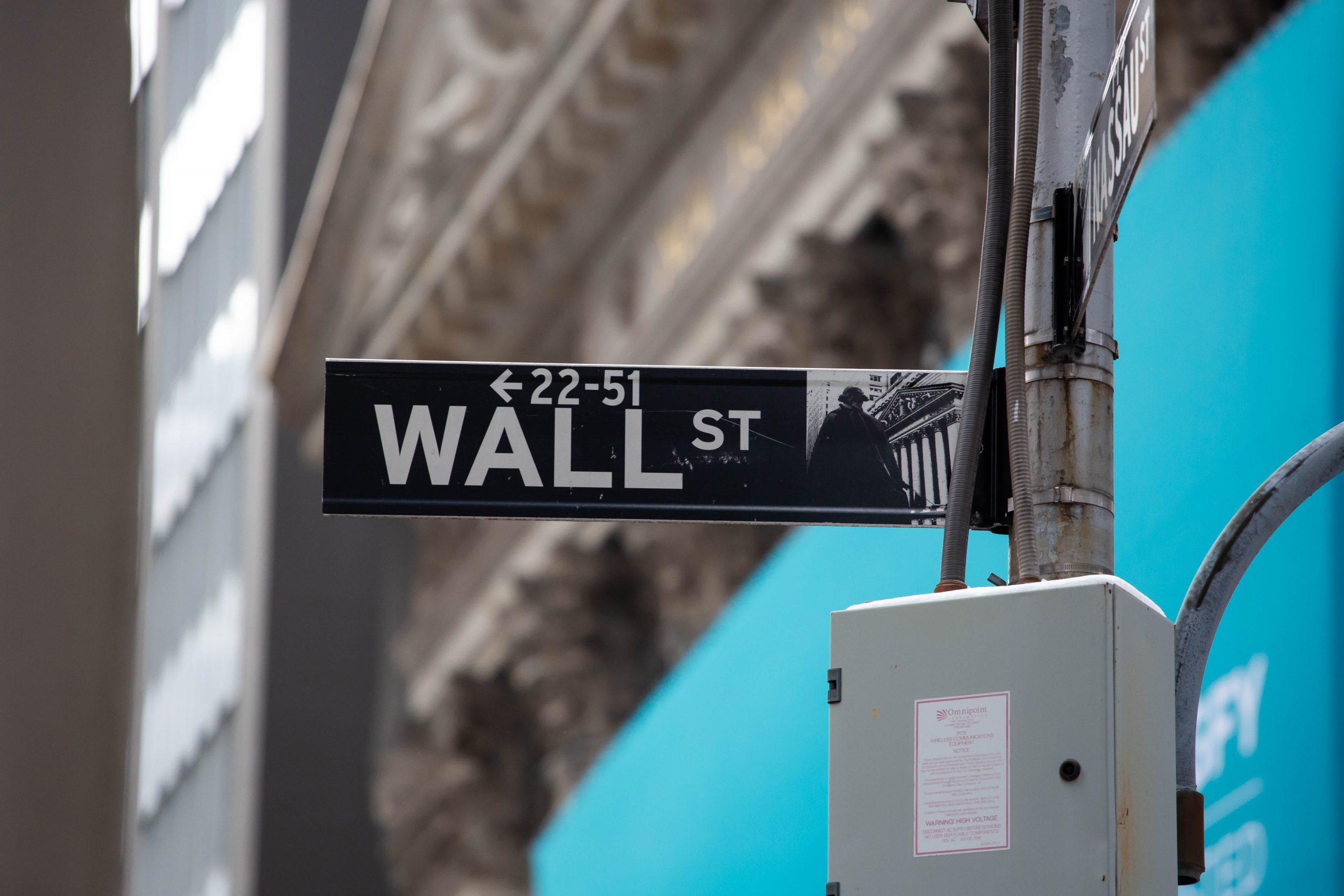 stock-futures-slip-after-dow-sp-500-hit-fresh-records