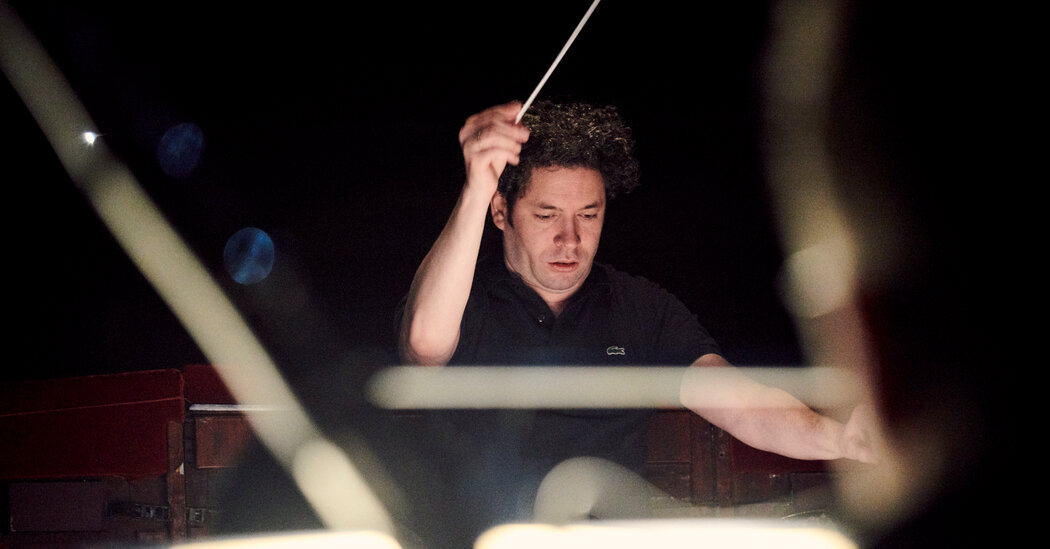 gustavo-dudamel-hasnt-conducted-much-opera-thats-ok