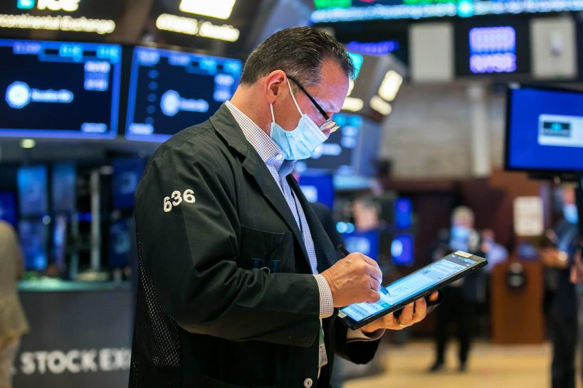 stocks-fall-on-friday-but-sp-500-gains-5-in-april
