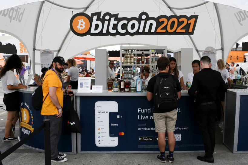 bitcoin-2021-attendees-report-covid-cases-after-returning-from-miami
