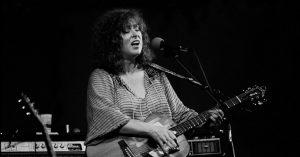 Ellen McIlwaine, Slide Guitarist With a Power Voice, Dies at 75